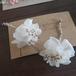 樹脂ピアス/ホワイトのお花にゴールドを合わせた一輪の花ピアス/イヤリング