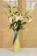 豪華百合10本花束と御前窯の高級花器(D)