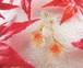 秋の夕暮れ色の紅葉入りキューブのピアス