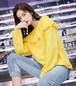 鮮やかカラー・差し色コーデにおススメ・フリルスエットプルオーバー・カジュアルコーデ・カラートップス・かわいい