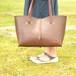 【大人可愛い・チョコ色かばん】手縫いの牛ヌメ革トートバッグA4横