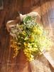 ミモザと野花のスワッグ