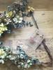 『コーラルピンク』のかすみ草が女性らしく可愛いイヤリング
