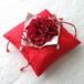 ダリアを飾った紅い和風リングピロー