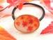 色づいた紅葉が舞う深まる秋のヘアゴム(オーバル)