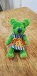 モール人形 洋服を着た黄緑のクマ