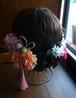 フリルが柔らかオレンジ&ピンクと和柄ボールにピンクタッセルのヘアーパーツ
