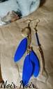 青いフェザーのアシンメトリーピアス
