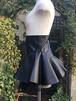 女戦士のレザースカート