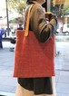 手持ちも肩掛けも出来て、A4サイズも入っちゃう贅沢な手織りバック 赤