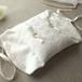 オフホワイトのカバー布付きシルク製リングピロー