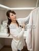 クローゼットの女性 /人物写真素材(sayuri-240125)