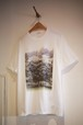 """Men's & Ladies' / printed TEE of ysora 1  """"a talking young man under a big tree in a green park"""""""