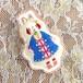 「雪の日のスピ(立ち耳ウサギ)」刺繍ブローチ