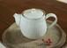 白い陶器のポット(鎬)