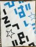 ブルー&黒 バックプリント斜めパズル型ロゴ Tシャツ