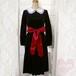 赤リボンベルト付き長袖ブラックワンピース