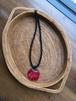 赤いネックレス 魅力的なシェルアクセサリー