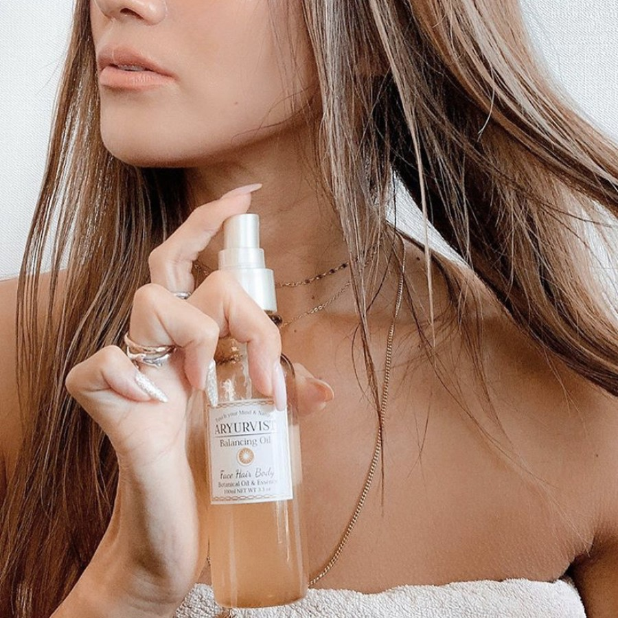 メイクの上からも、髪にも、極上の香りと潤いを纏って