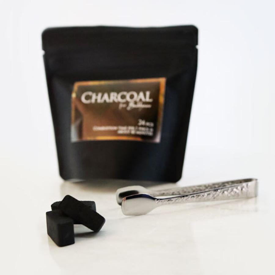 香炭は扱いやすいサイズ。燃焼時間は約40分、着火時に煙が出にくいタイプ。