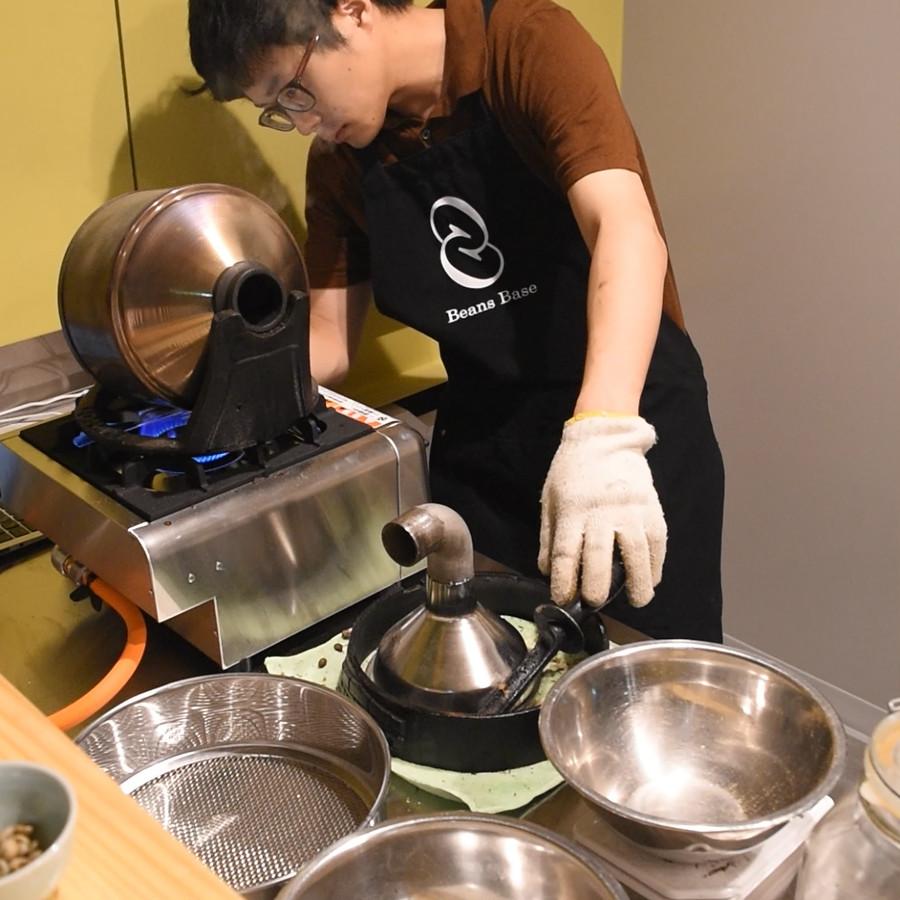 焙煎作業中の様子