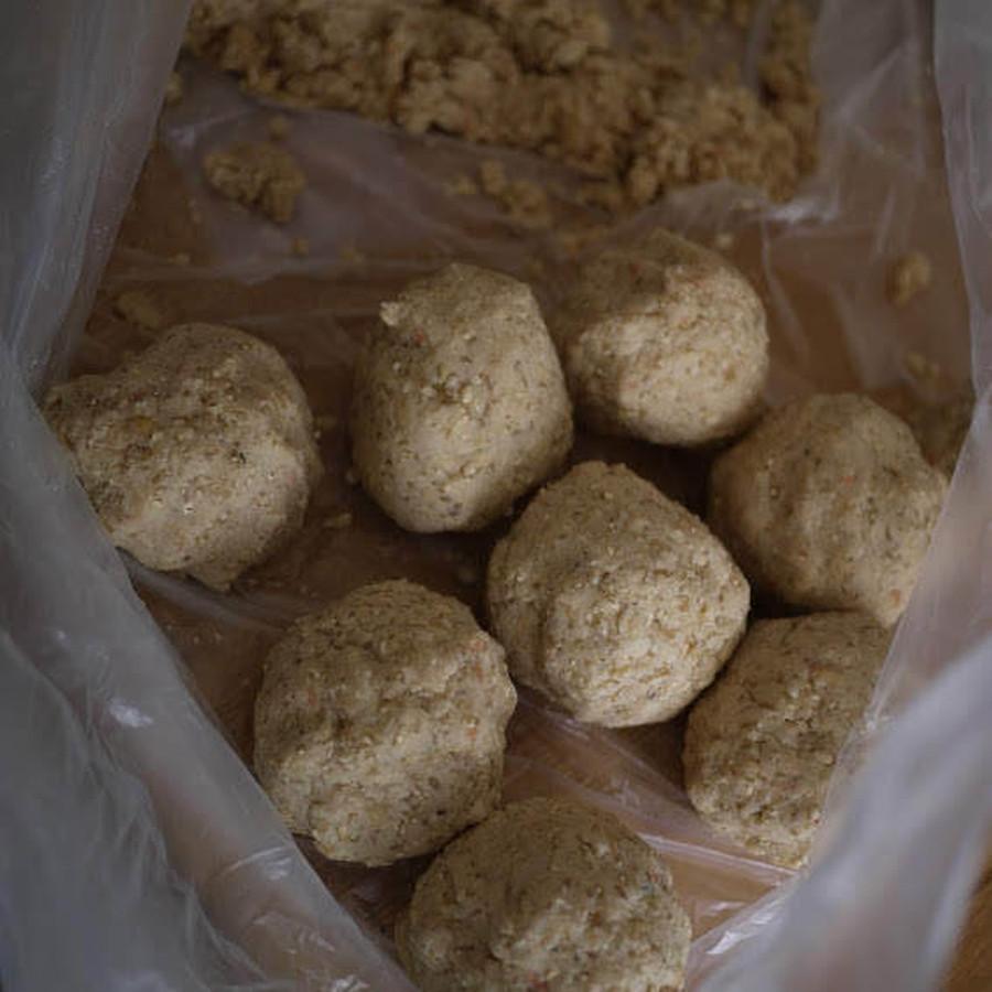 冷ました大豆と混ぜて丸める
