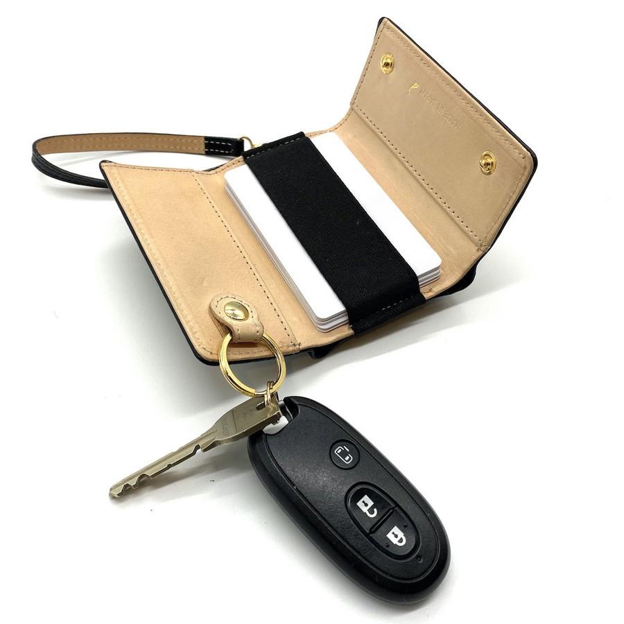 車のスマートキーを付けておけばこれだけでドライブに出掛けられます