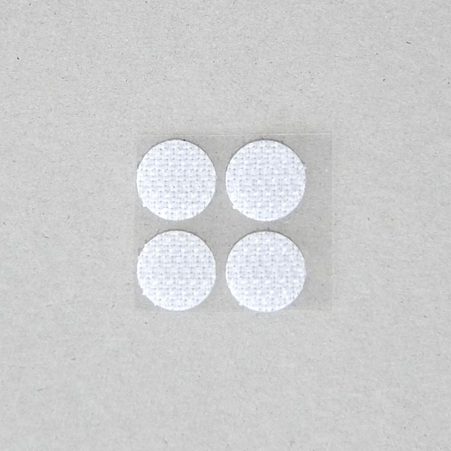 不織布使用時のズレ防止にマジックテープ(オス)を4個同梱。