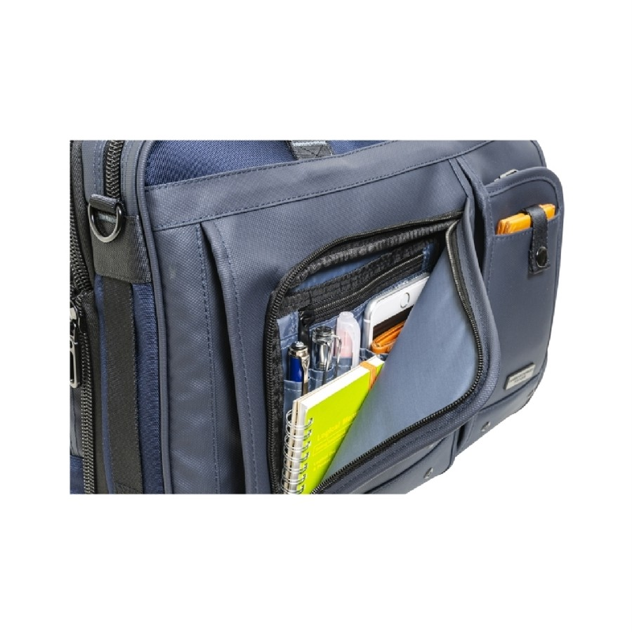 小物収納に便利なフロントポケット(名刺入れ、パスケース、ペン)