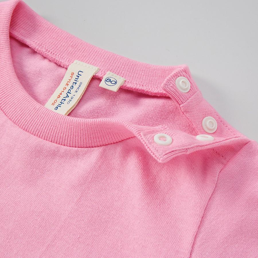 ピンク 肩口はスナップボタンで開閉