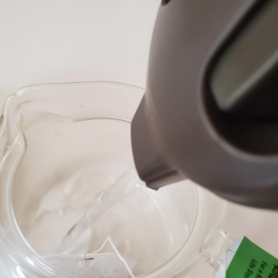 さっそくお湯を注ぎます。