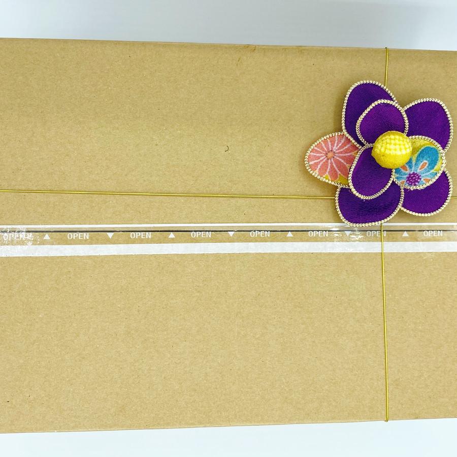梱包についてくるお花の飾りは、髪飾りに使うのもよし!エコバッグにつけても可愛い和柄がモチーフです!