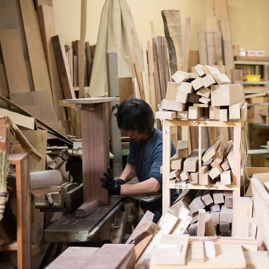 工房では日々オーダー家具を始めとした木製品の製造を行っています。
