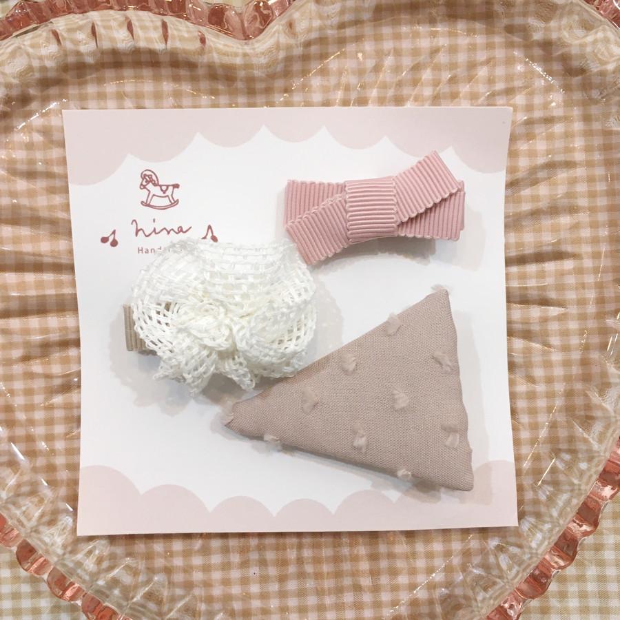 くすみピンク三角ヘアクリップ×メッシュブーケ(下地ブラウンテープ)×薄ピンクリボン
