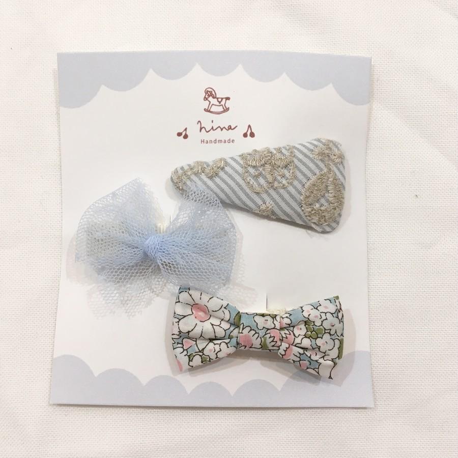 刺繡ブルーストライプ三角パッチンピン×ブルーチュールクリップ(下地アイボリー)×ブルーお花柄リボン♡