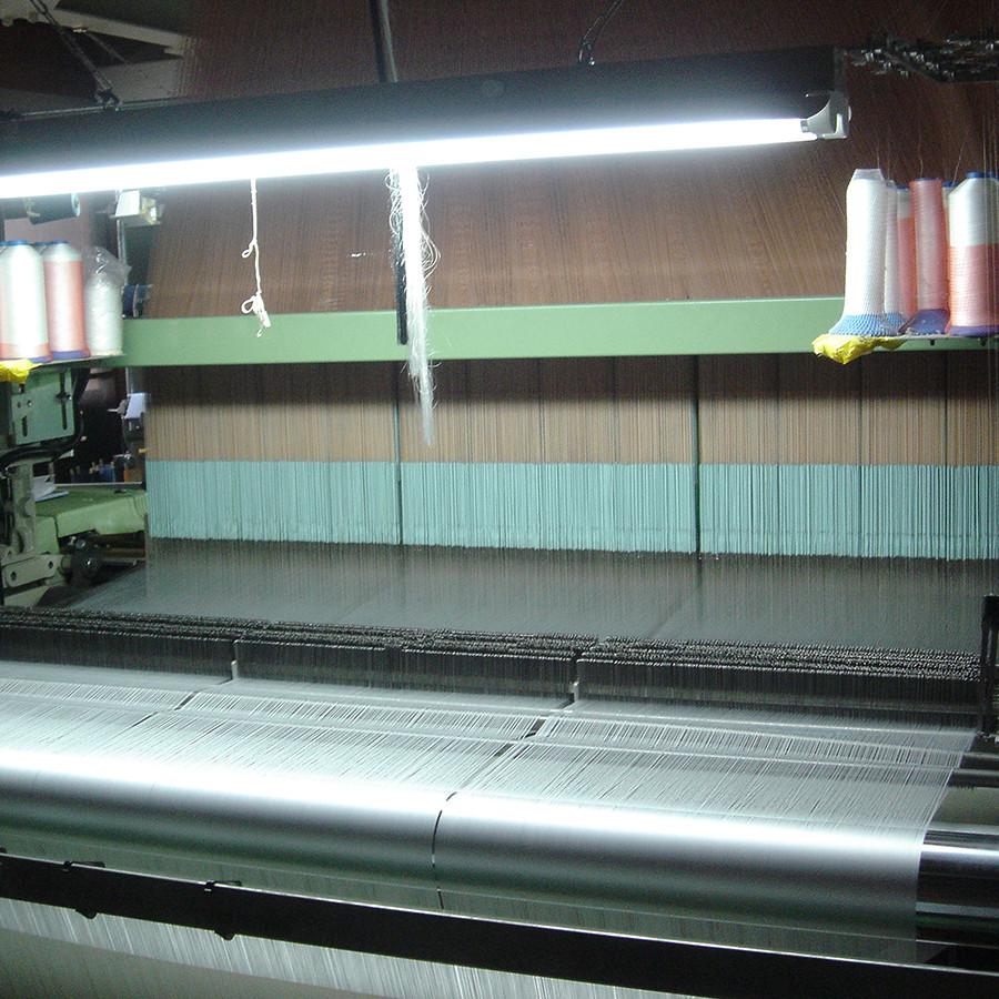全てタテ糸です、この間を緯糸(ヨコ糸)が通って柄を構成していくのです