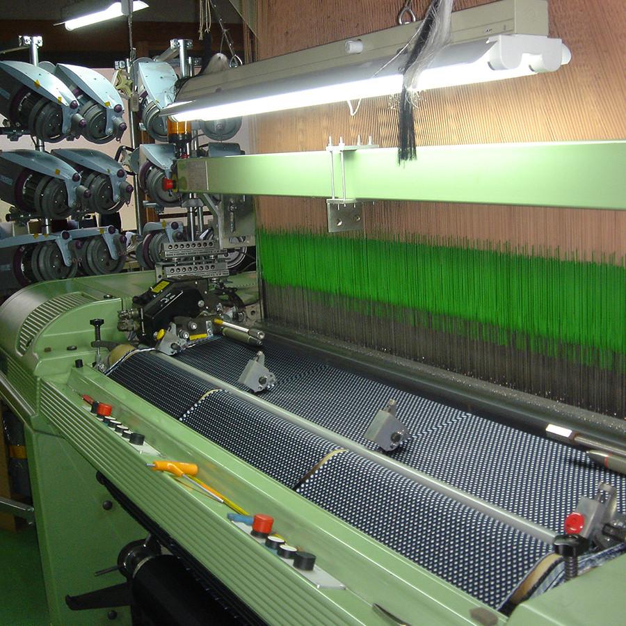 こちらは高速織機と呼ばれるものです、所謂電子ジャカードで紋紙の代わりにデータで糸の操作を行います