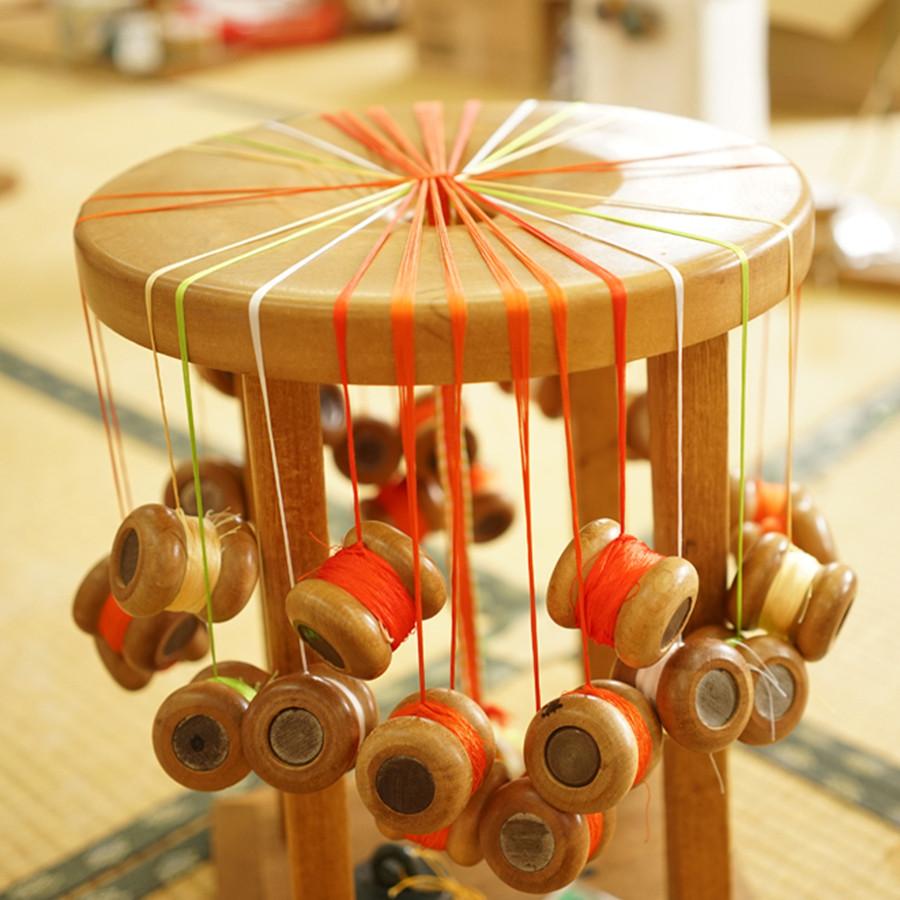 丸台と呼ばれる組紐を手組する時に使う組台の一つです