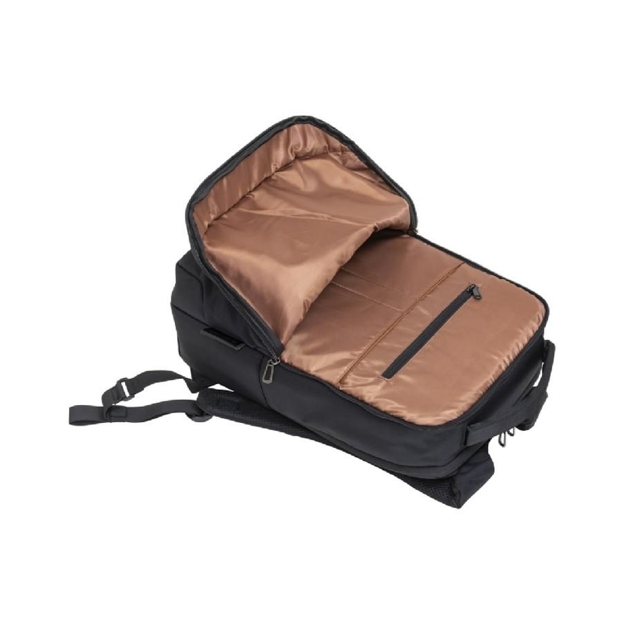 貴重品などの収納に便利なファスナーポケット