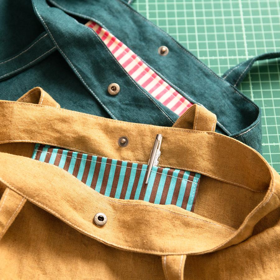 2色展開のボーダー柄内ポケット
