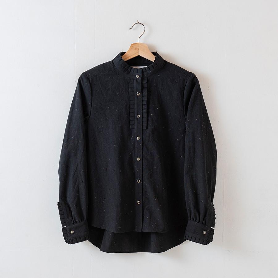 シャツ黒/ボタンべっ甲カラー