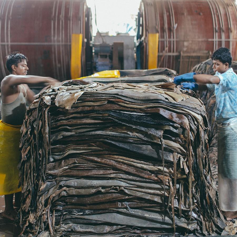 バングラデシュの祝祭「イード」で出た食用肉のあまりである牛革のみを使用しています。