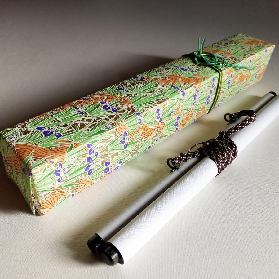 本格和紙と手作りの水引。